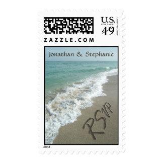 Enarene la escritura en la playa, sellos de RSVP