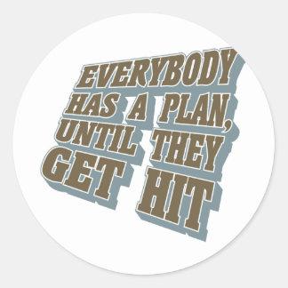 Encajonando - todos tiene un plan, hasta que pegatina redonda