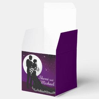 Encantado igualando la noche que casa la púrpura caja para regalos