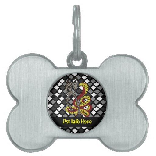 Encantador de serpiente (la serpiente y el robot) placa de mascota