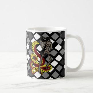 Encantador de serpiente la serpiente y el robot taza de café