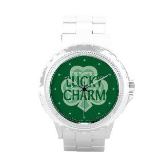 Encanto afortunado del trébol céltico del nudo relojes de pulsera