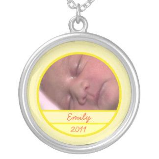 Encanto de encargo de la foto del bebé en suavemen colgante redondo