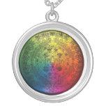 Encanto maya del calendario del arco iris redondo  collar personalizado