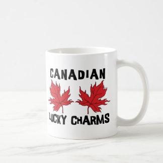Encantos afortunados canadienses taza básica blanca