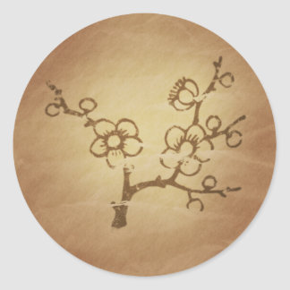 Encantos de la magia de la larga vida del ciruelo pegatina redonda