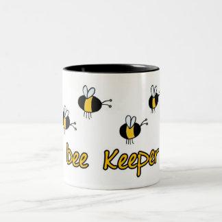 encargado de la abeja taza de café de dos colores