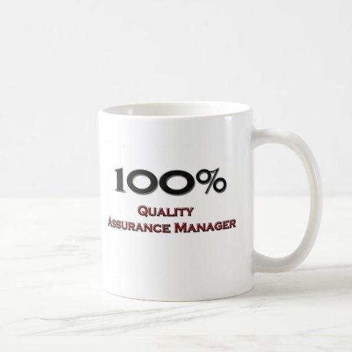 Encargado de la garantía de calidad del 100 por ci taza básica blanca