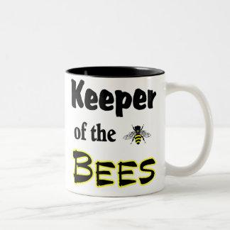 encargado de las abejas taza de café de dos colores