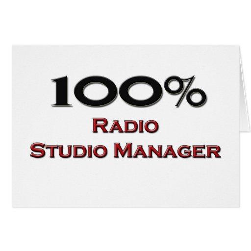 Encargado de radio del estudio del 100 por ciento felicitaciones
