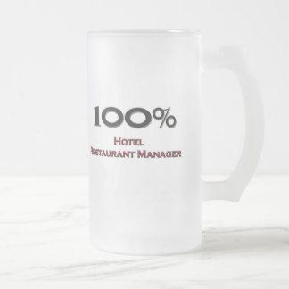 Encargado del restaurante del hotel del 100 por ci taza de café