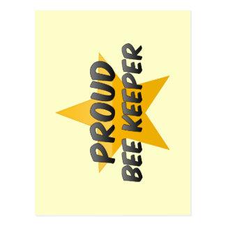 Encargado orgulloso de la abeja tarjetas postales