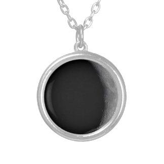 Encerar el collar creciente de la fase de la luna