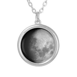 encerar el collar giboso de la fase de la luna