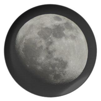 Encerar la luna gibosa plato de comida