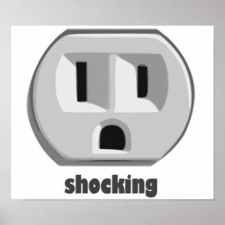 Enchufe de pared impactante de la electricidad póster