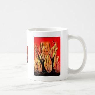 Encienda la pintura de aerosol v1 que pinta árbole taza básica blanca
