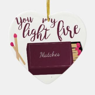 Encienda mi fuego adorno navideño de cerámica en forma de corazón