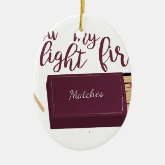 Encienda mi fuego adorno navideño ovalado de cerámica