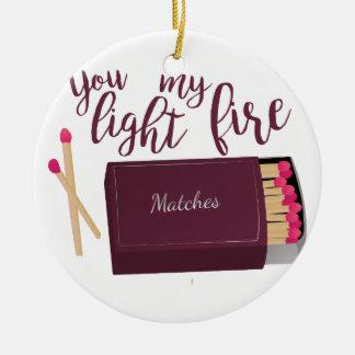 Encienda mi fuego adorno navideño redondo de cerámica