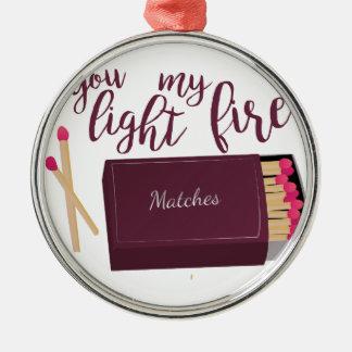 Encienda mi fuego adorno navideño redondo de metal