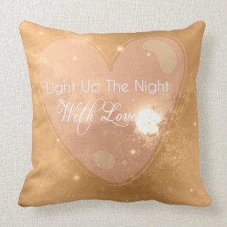 Encienda para arriba la noche con la almohada