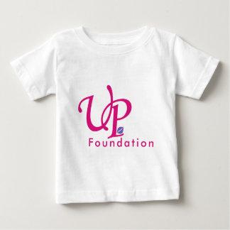 Encima de la fundación playera de bebé