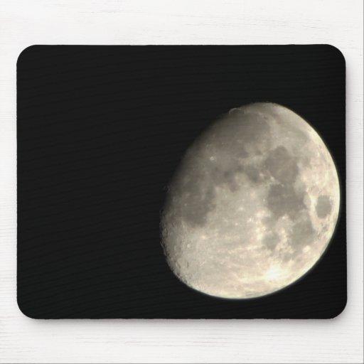 Encima de la luna cercana tapete de raton