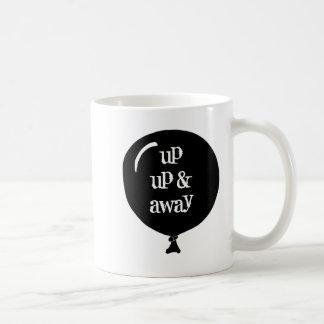 Encima de la taza ligera que viaja ascendente y