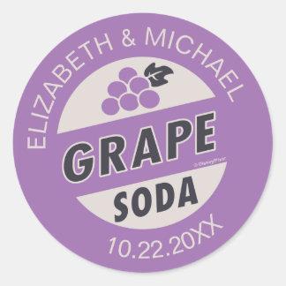 Encima de soda de la uva del boda el | pegatina redonda
