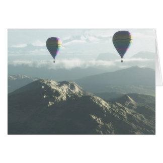 Encima del globo ascendente y ausente monte la tar tarjeton