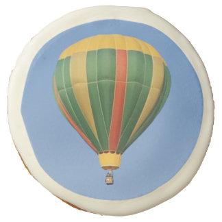 Encima del globo temprano del aire caliente