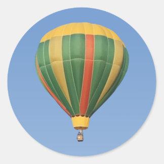 Encima del globo temprano del aire caliente pegatina
