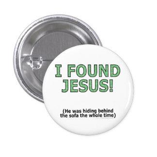 ¡Encontré a Jesús! Él ocultaba detrás del sofá… Pin Redondo De 1 Pulgada