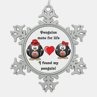 Encontré a mi compañero del pingüino para el adorno de peltre en forma de copo de nieve
