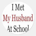 Encontré a mi marido en la escuela pegatina redonda