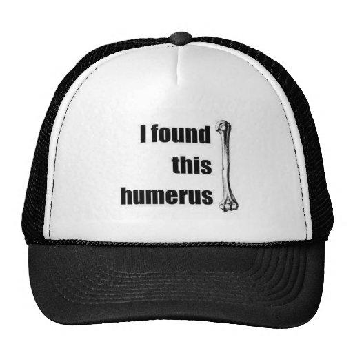 Encontré este húmero gorras