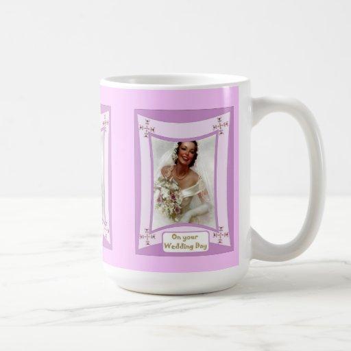 Encuentre a la novia tazas