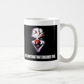 Encuentre algo que le consume - payaso malvado taza