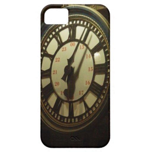Encuéntrele debajo del reloj iPhone 5 Case-Mate carcasas