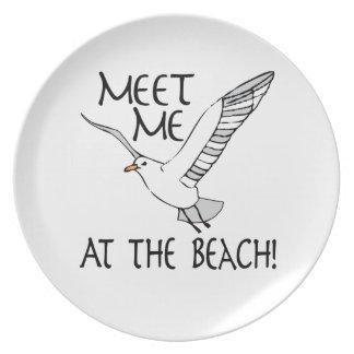 ¡Encuéntreme en la playa! Platos De Comidas