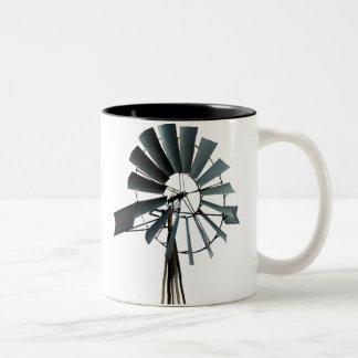 Energía alternativa - poder del molino de viento taza de café de dos colores