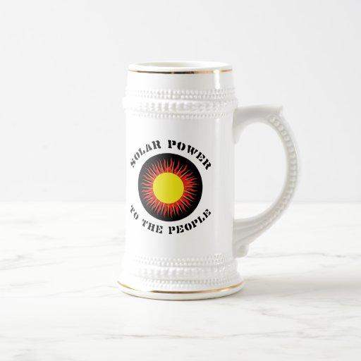 Energía solar a la gente taza de café