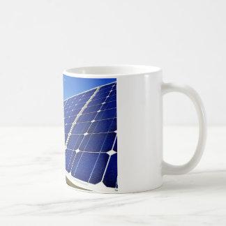 Energía solar de la energía verde taza básica blanca