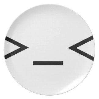 >_< enfadado/preocupado del emoticon plato de comida