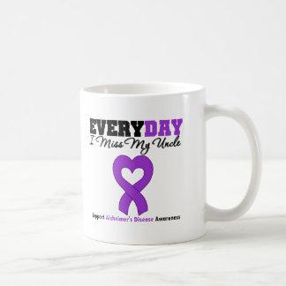 Enfermedad de Alzheimer cada Srta. My tío del día Taza Básica Blanca