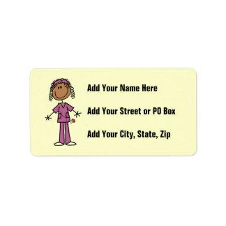 Enfermera afroamericana etiqueta de dirección