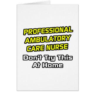 Enfermera ambulativa profesional del cuidado. tarjeta de felicitación