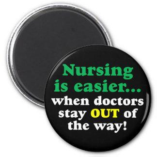 Enfermera - apenas estancia apartada imán redondo 5 cm