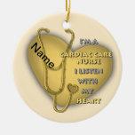 Enfermera cardiaca amarilla del cuidado ornato